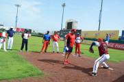 Piratas vence a Azules y se acerca al campeonato en la liga regional de béisbol de Coatzacoalcos.