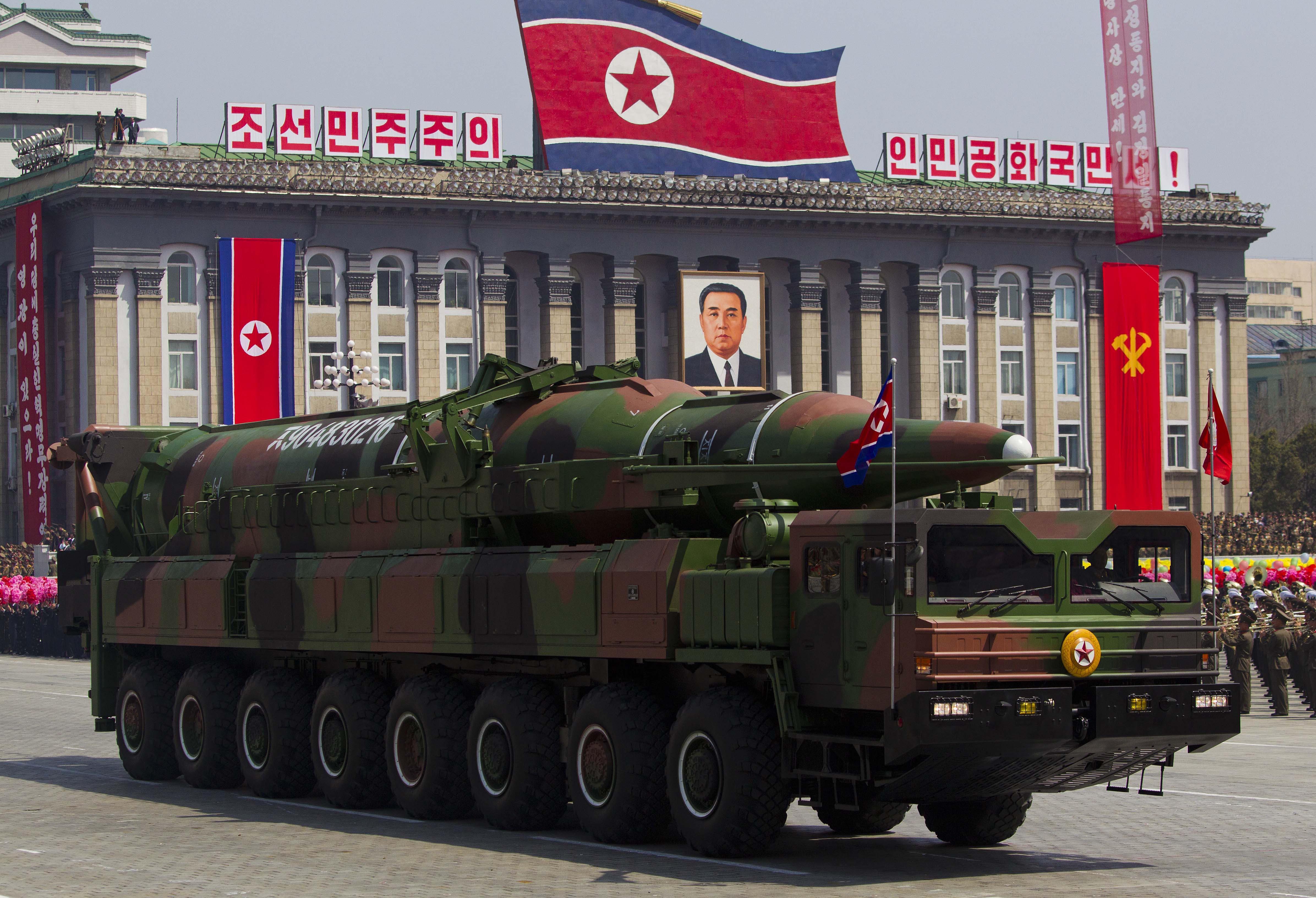 Fidel Castro pide que EU y Corea del Norte eviten una guerra nuclear