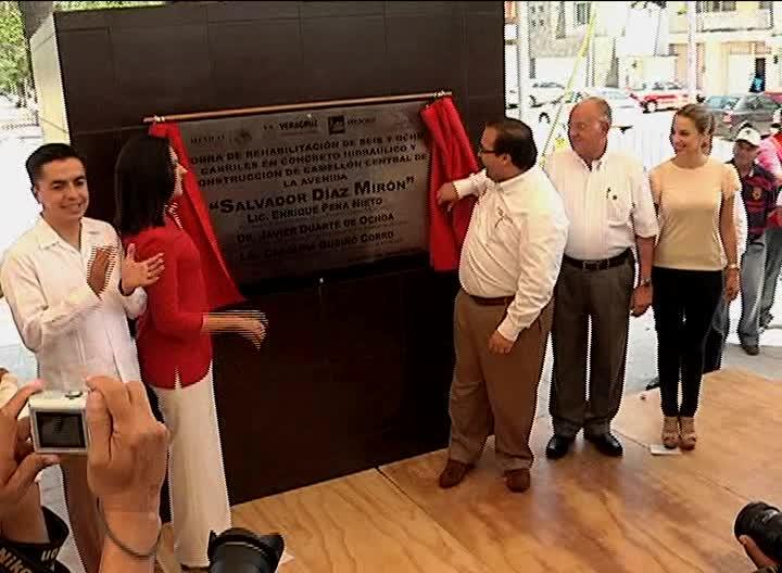 JDO develó la placa por rehabilitación de la avenida Salvador Díaz Mirón en Veracruz