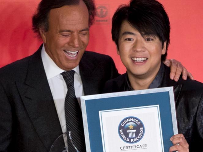 Julio Iglesias recibe su premio Guinness