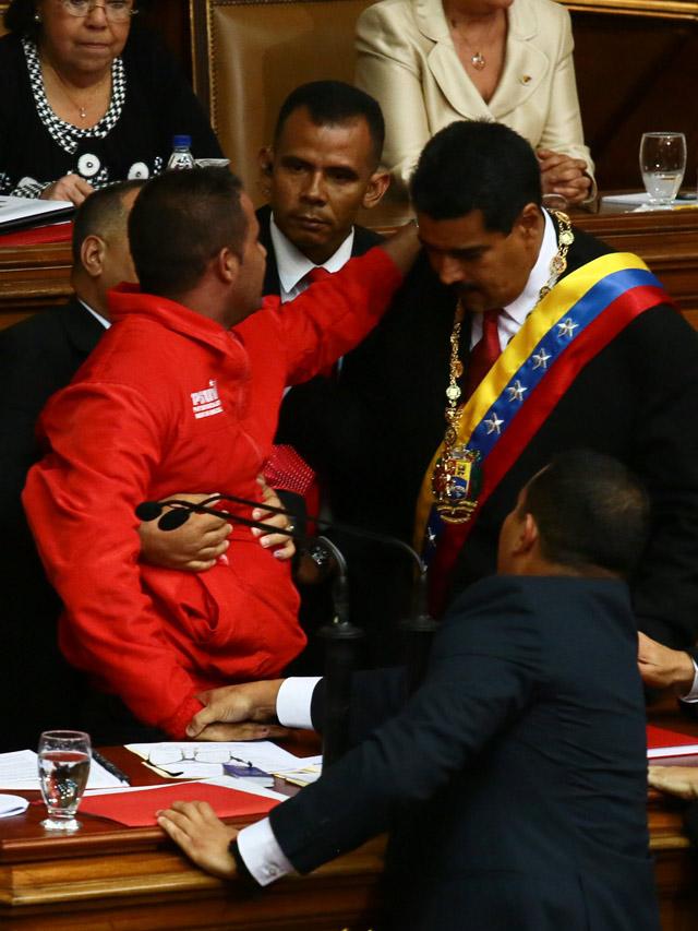 La seguridad falló, pudieron darme un tiro aquí, dice Maduro en juramentación