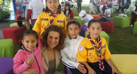Niños veracruzanos conviven con el presidente Peña Nieto y su esposa Angélica Rivera