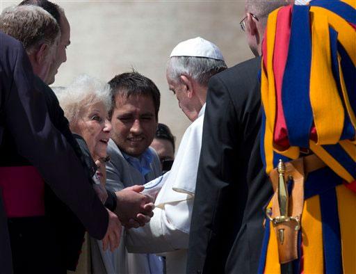 Papa Francisco promete ayudar a las Abuelas de Plaza de Mayo