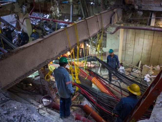 Personal de Pemex regresa a edificio B1 tras explosión