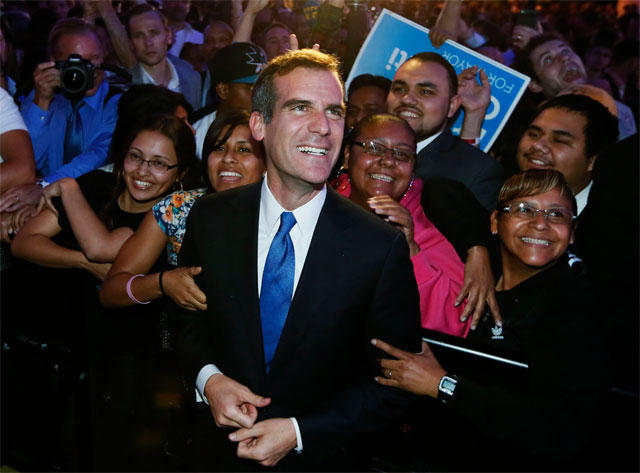 Nuevo alcalde de Los Ángeles tiene raíces mexicanas