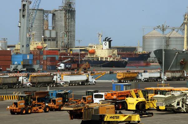 Trabajadores portuarios demandan reparto de utilidades