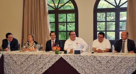 Se reúne Gobernador con líderes sindicales del magisterio