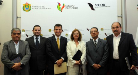 Presentan a los integrantes del Comité de Enlace y Vigilancia Ciudadana de la Comisión Plural