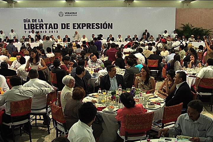 Los periodistas ayudan a construir un mejor Veracruz: Javier Duarte de Ochoa