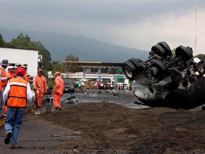CNTE confirma que son ocho maestros muertos tras accidente en Michoacán