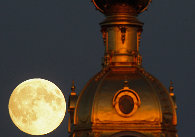 Impresionante video, el mundo disfruta de la 'Súper Luna'