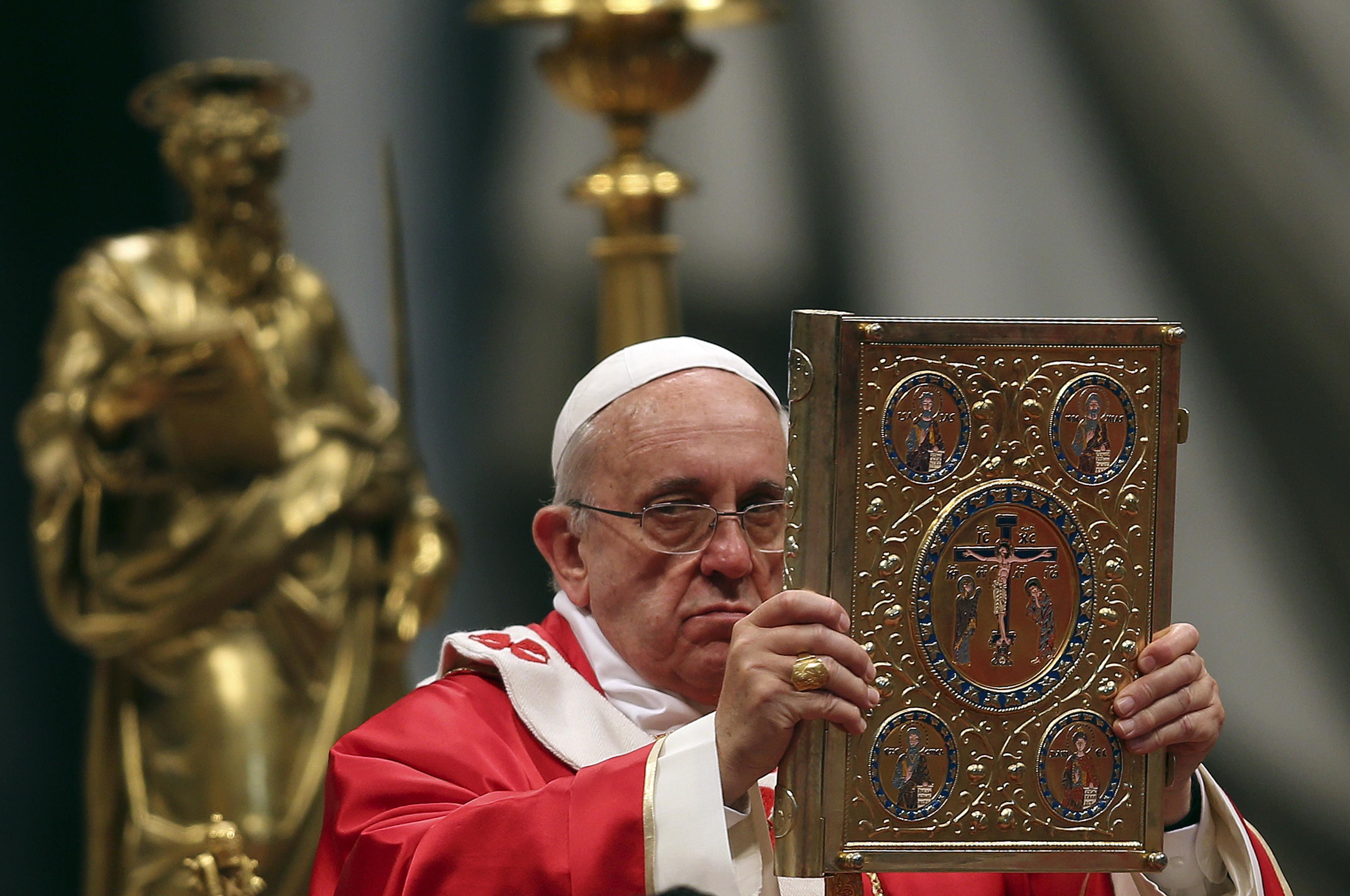 Primera encíclica del Papa Francisco destaca al amor