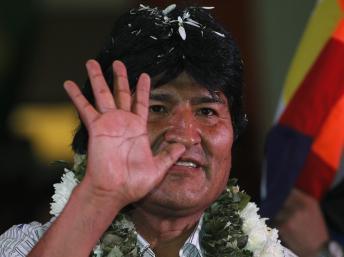 España se disculpa con Bolivia por el incidente con el avión de Evo Morales
