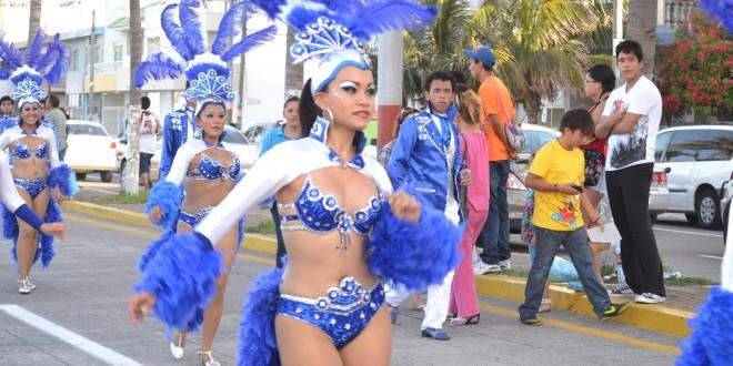Por tercera ocasión se celebró el Carnavalito de Verano, organizado por la Asociación de Comparsas, Bastoneras y Batucadas de la ciudad de Veracruz