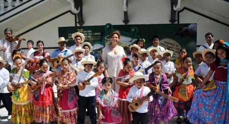 Con los libros podemos aprender y convivir con nuestros hijos: Karime Macías de Duarte