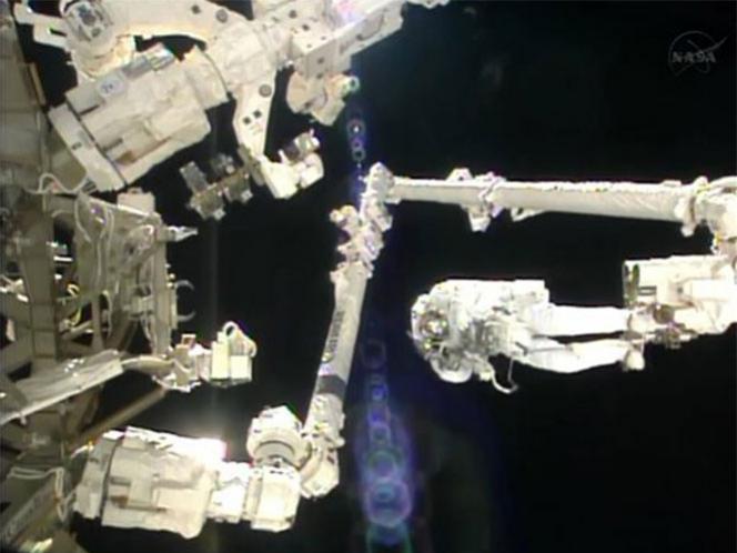 Primera caminata espacial de un italiano