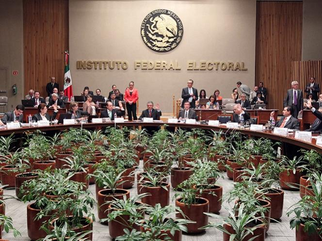 Modifica IFE multas a partidos por rebase de gastos de campañas