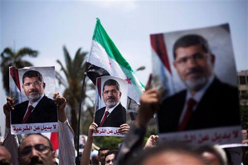 Presidente egipcio rechaza ultimátum militar; siguen protestas