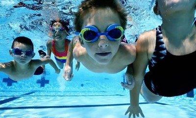 Las escuelas de natación reportan incremento de inscripciones a esta disciplina