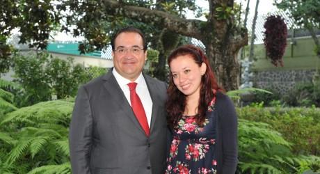 Se reúne Javier Duarte con la profesora Ángel de María Soto