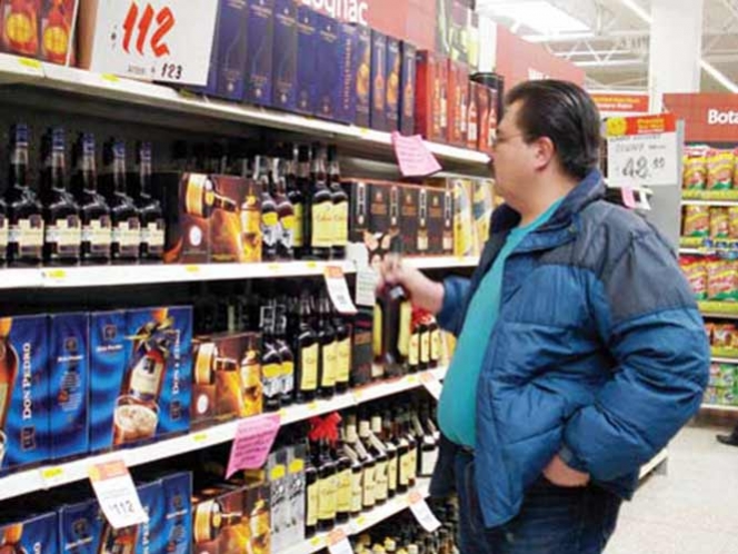 Bebidas alcohólicas podrían portar leyendas similares a las de cigarrillos