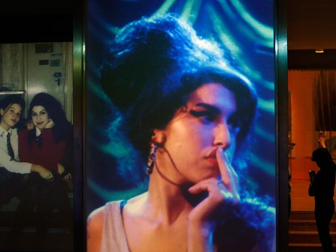 Exnovio de Amy Winehouse intenta vender fotos íntimas de la artista
