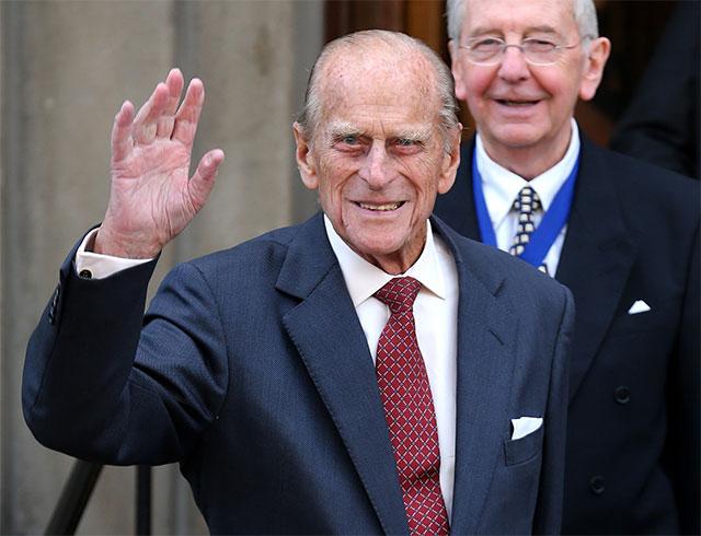 Reaparece el príncipe Felipe dos meses después de ser operado