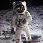 Estudiante mexicano crea chaleco para monitorear salud de astronautas