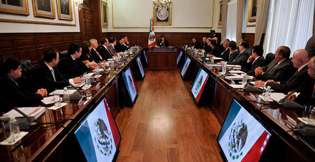 EPN analiza con gabinete primer informe y presupuesto de 2014