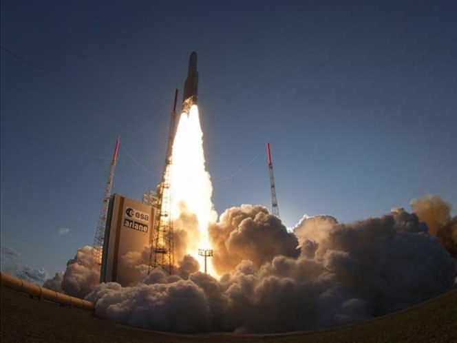 India lanza con éxito su primer satélite de uso militar