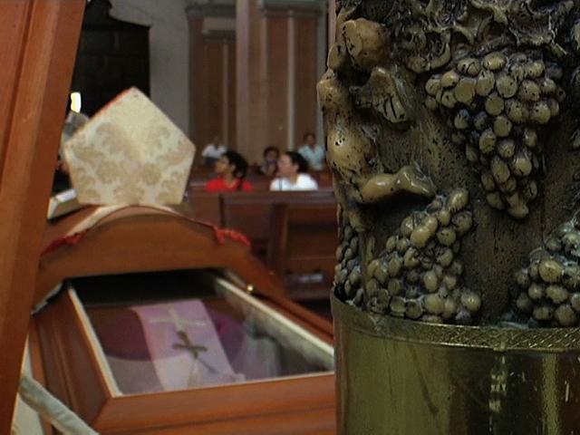 Con oraciones despiden al obispo José Guadalupe Padilla; Catedral de Nuestra Señora, su última morada