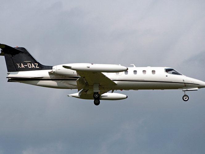 Avión aterriza de emergencia y se despista en el aeropuerto de Hermosillo