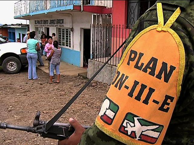 Grietas provocan evacuación de población en el Rincón de los Negros, Alto Lucero