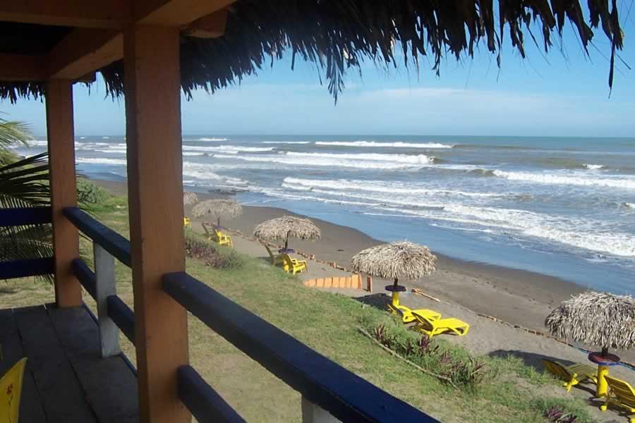 Comerciantes de Casitas, los más afectados en Tecolutla