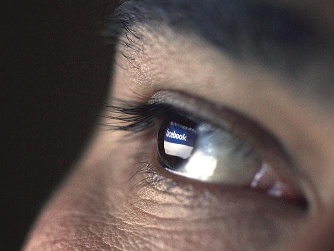 Adictos padecen por truene con Facebook