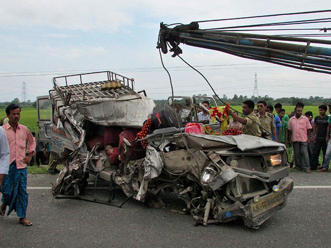 Accidente carretero en India deja 28 muertos