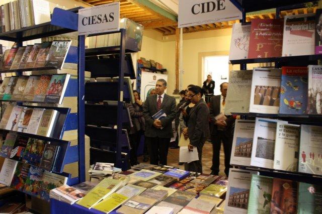 La Universidad Veracruzana se sumó a la celebración del Día Nacional del Libro con una serie de conferencias y títulos a mitad de precio