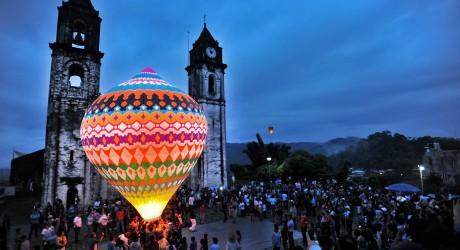 Celebra Zozocolco festival de globos gigantes