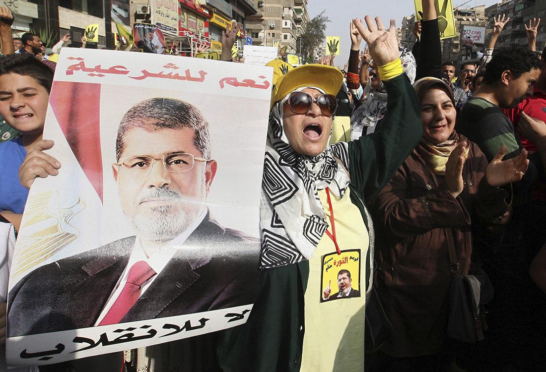 Mujeres desafían al Ejército, protestan en Egipto