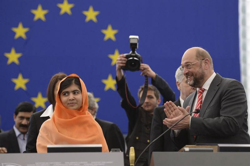 Niña activista paquistaní Malala Yousafzai recibe el premio Sajarov
