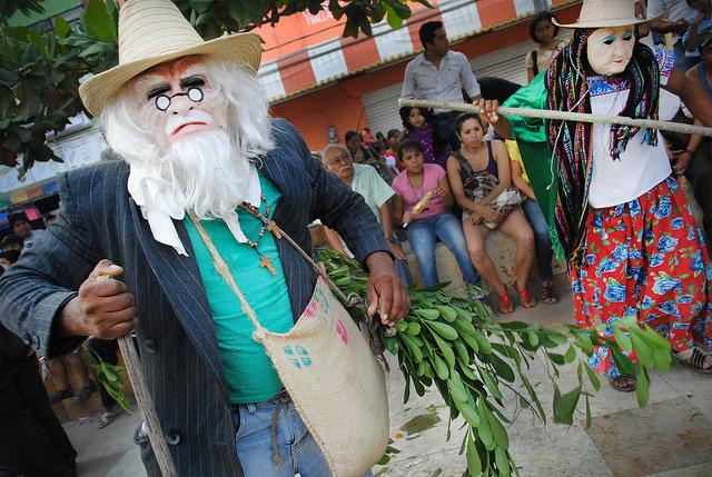 """Xalapeños preservan la tradición del """"viejo"""""""