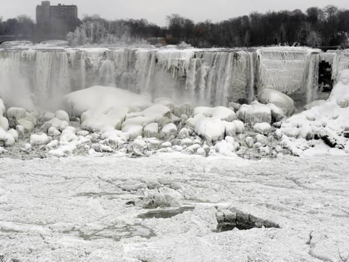 El temporal que azota Estados Unidos congela las cataratas del Niágara