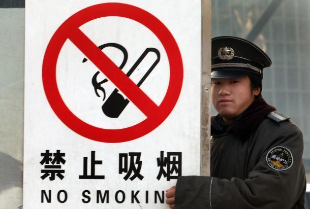 Establece China prohibición de fumar en las escuelas