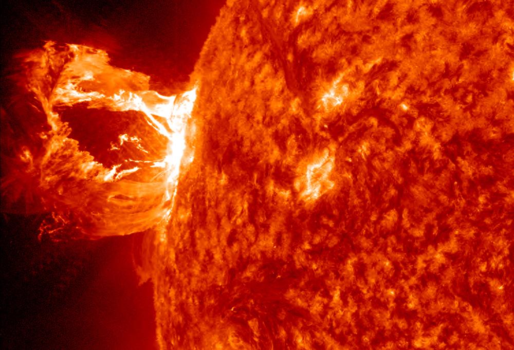 Llamarada solar impacta la Tierra