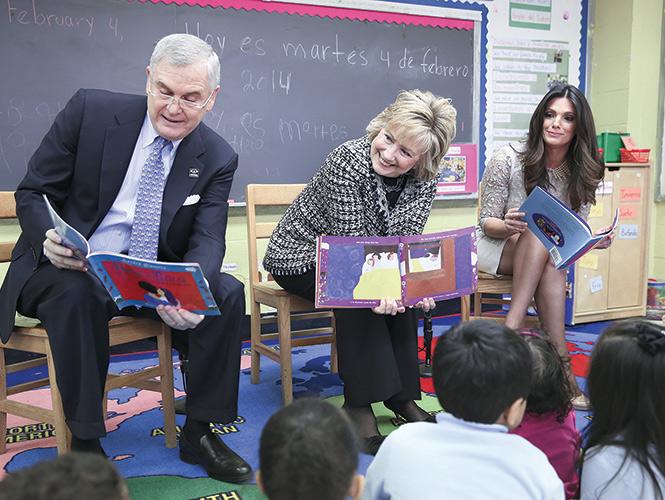 Hillary Clinton pide leer a los niños hispanos