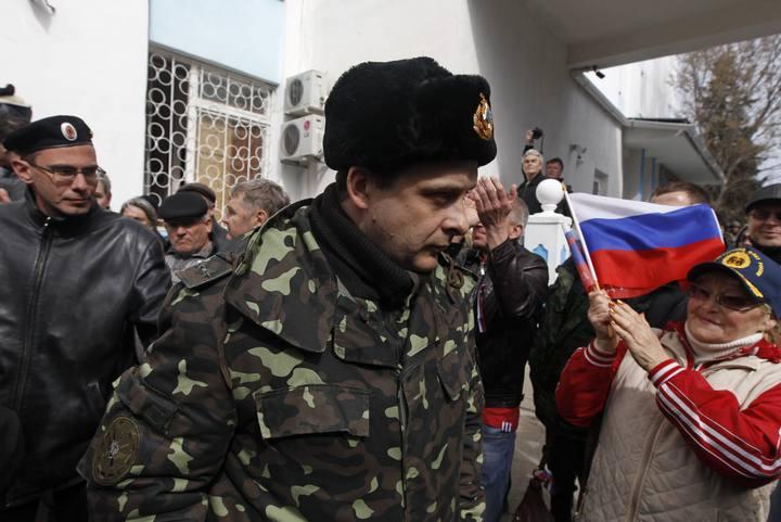 Manifestantes prorrusos asaltan las bases de la Armada ucraniana en Crimea