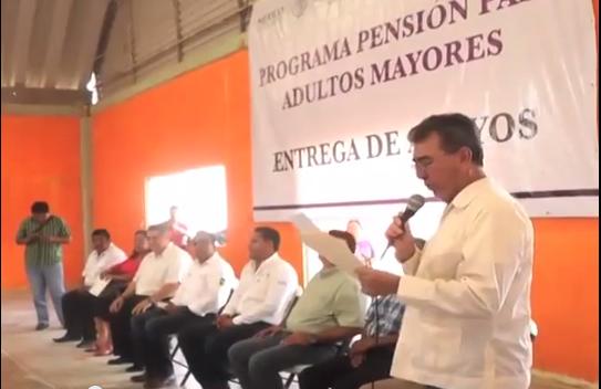 """Abuelitos del municipio de Acayucan fueron beneficiados a través del programa """"más 65""""."""