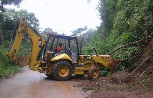 Deslaves en caminos y carreteras de ocho municipios durante este fin de semana