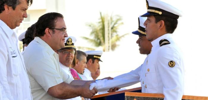 Preside gobernador Javier Duarte graduación de oficiales de Marina Mercante