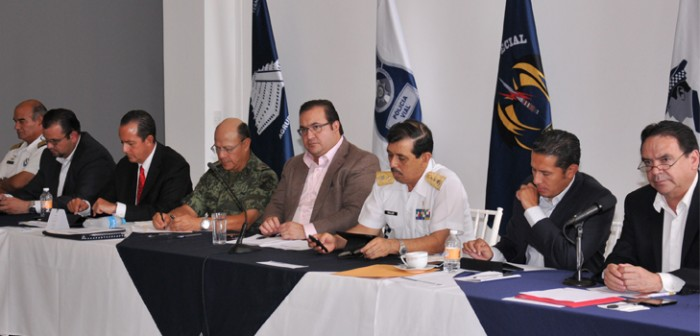 Encabeza el gobernador Javier Duarte reunión de seguridad en el Lencero